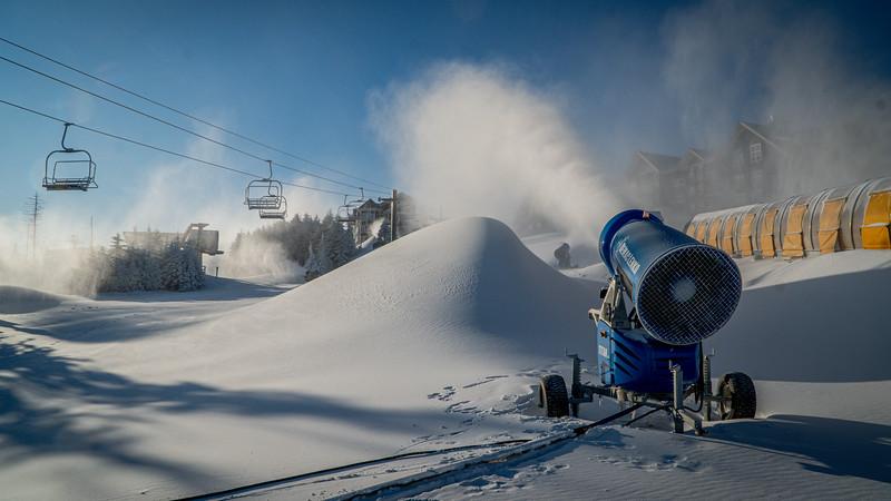 Snowmaking 1920-04799.jpg