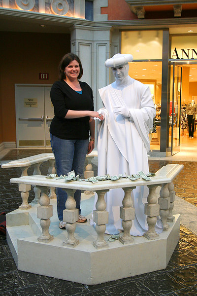 Darcie and a living statue at the Venetian