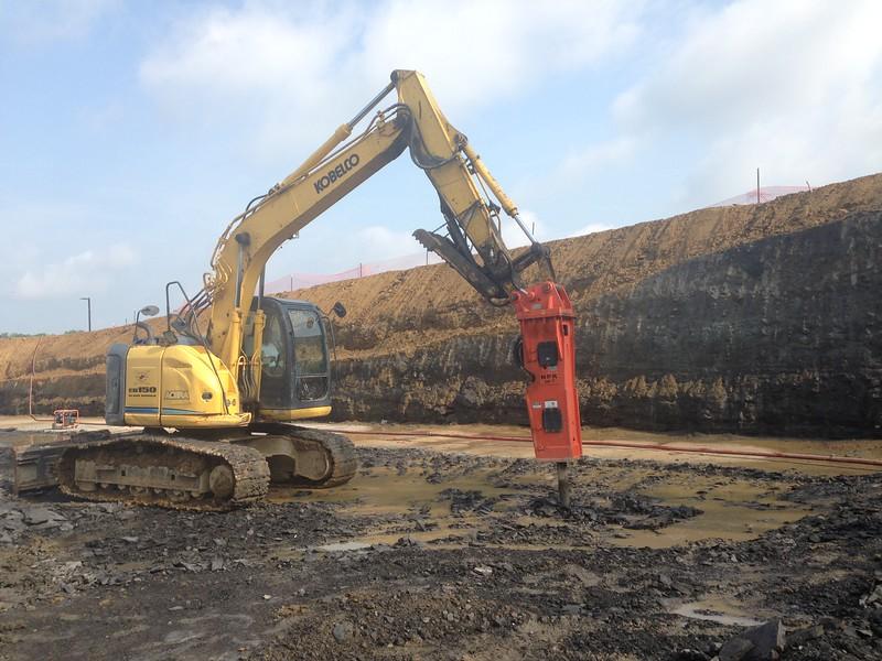 NPK GH7 hydraulic hammer on Kobelco excavator (1).JPG