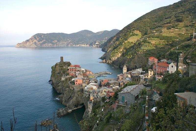 Vernazza from trail to Corniglia 6.jpg