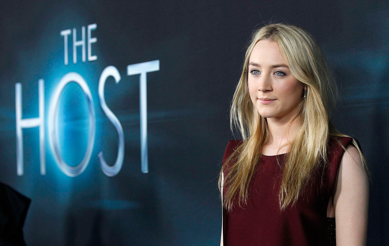 """. Cast member Saoirse Ronan poses at the premiere of \""""The Host\"""" in Hollywood, California March 19, 2013. The movie opens in the U.S. on March 29. REUTERS/Mario Anzuoni"""