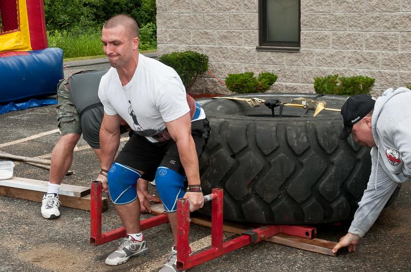 Fitness Revolution Strongman Challenge 2011_ERF3945.jpg
