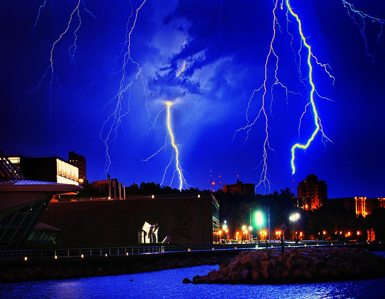Lightning bolt TV 6 tower.jpg