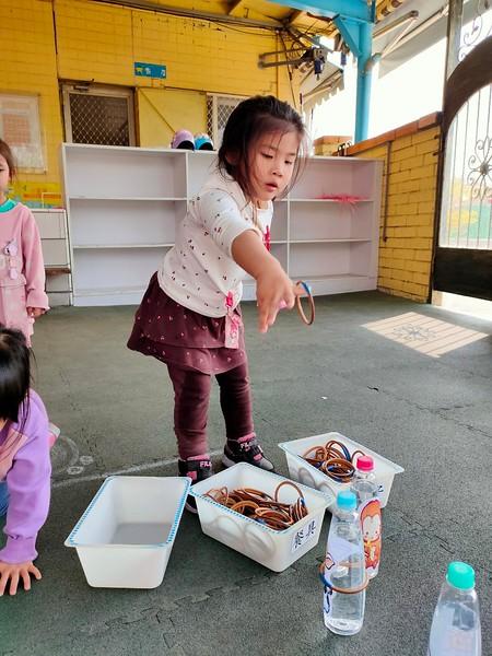 1100209新春團拜童玩遊-套圈圈