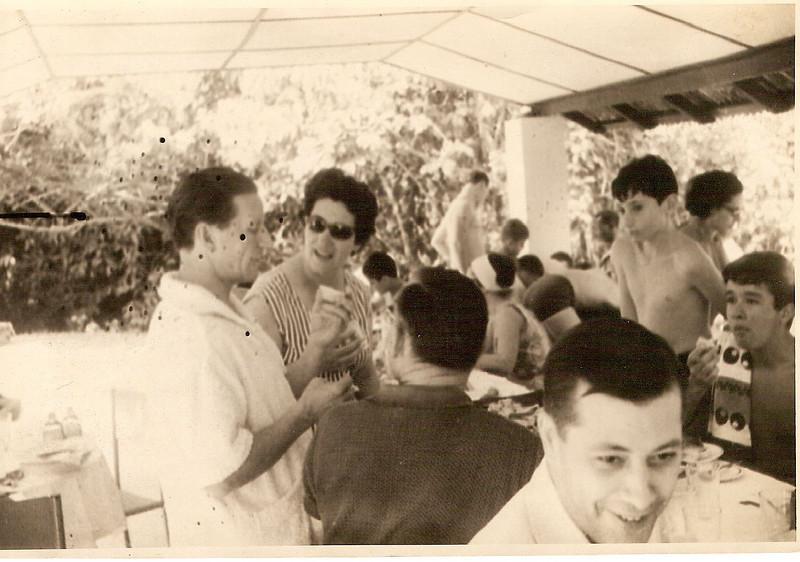Pique-nique na piscina do Dundo Bia Bastos, Vitor Santos, Pipas