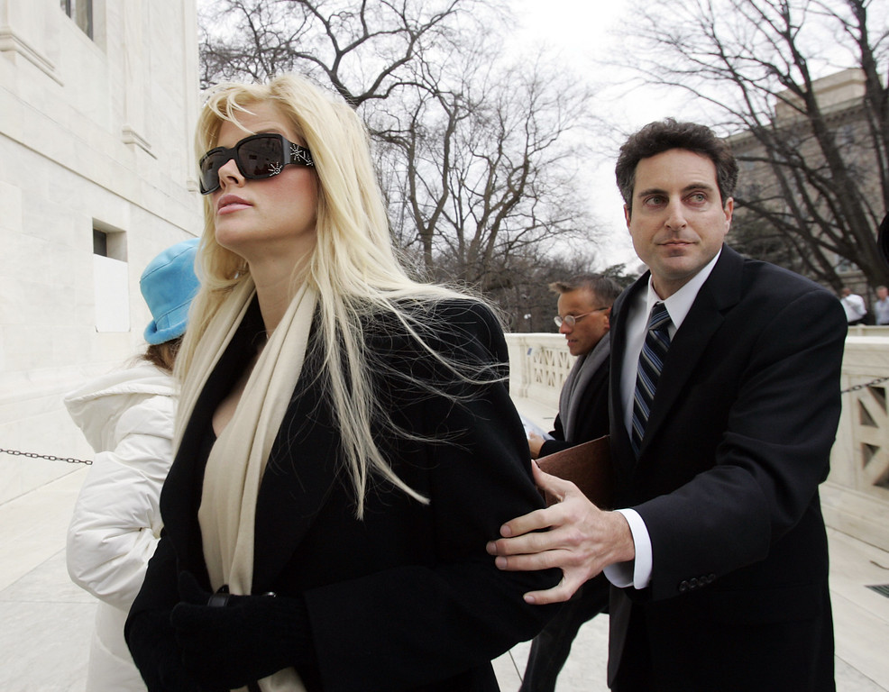 . Anna Nicole Smith, left, arrives at the U.S. Supreme Court with her attorney Howard K. Stern, Tuesday, Feb. 28, 2006, in Washington. (AP Photo/Manuel Balce Ceneta)