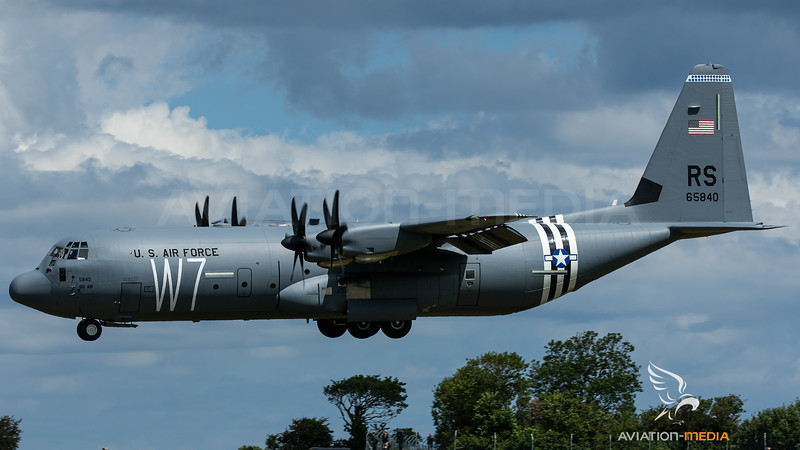 16-5840_USAF-37thAS-RS_C-130J-30_D-Day-cs_MG_8746.jpg