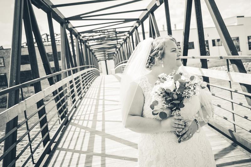Beloit-WI-Ironworks-hotel-Wedding-Photographere_m_44.jpg