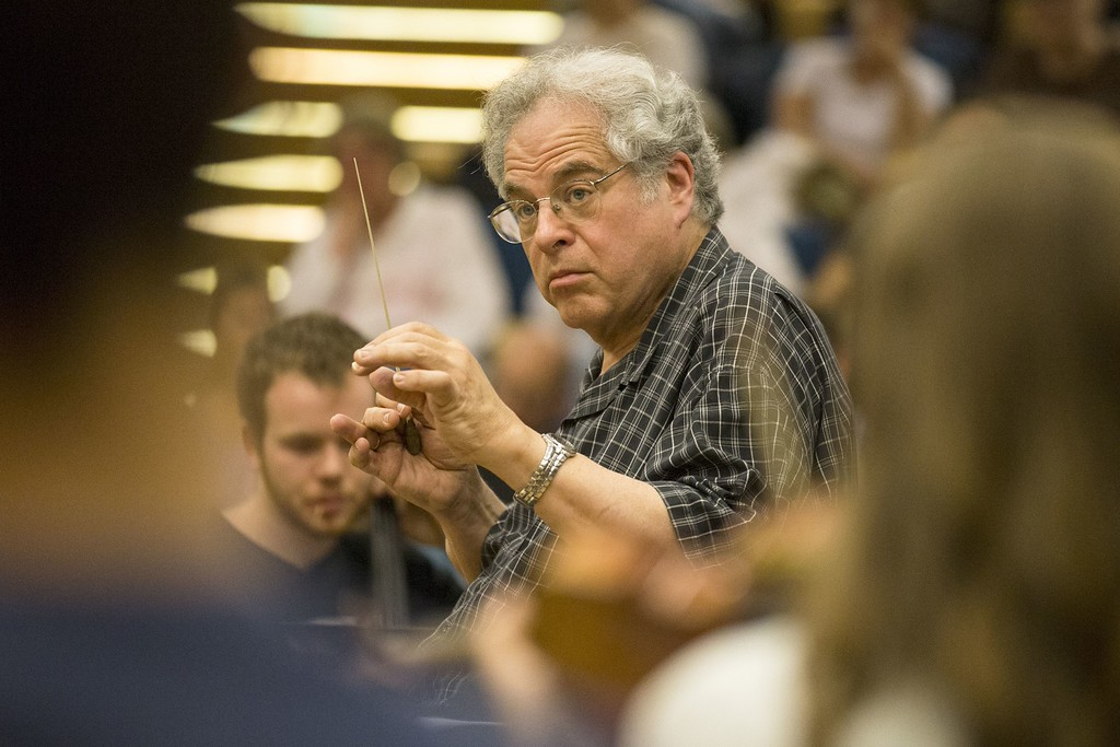 . Israeli violinist Itzhak Perlman conducts a orchestra rehearsal at the Tel Aviv Conservatory on April 24, 2014 in the Mediterranean coastal city of Tel Aviv.        (JACK GUEZ/AFP/Getty Images)