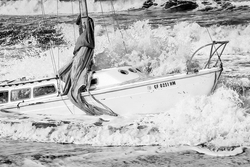 D110406_Sailboat Wreck.jpg