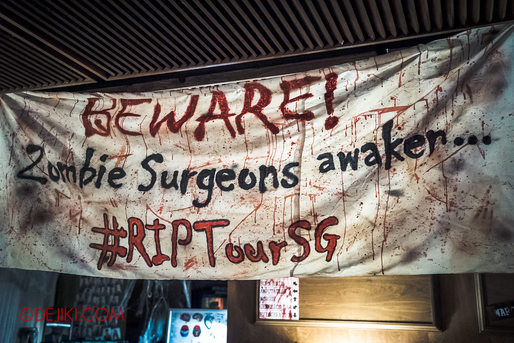 Halloween Horror Nights 6 - RIP Tour review / VIP Reception Haunted Hospital 2016 decor banner
