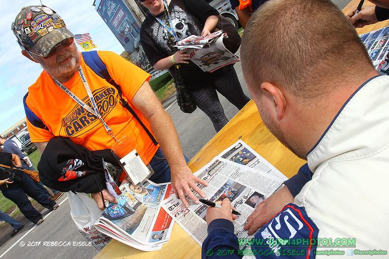autograph session 11.jpg
