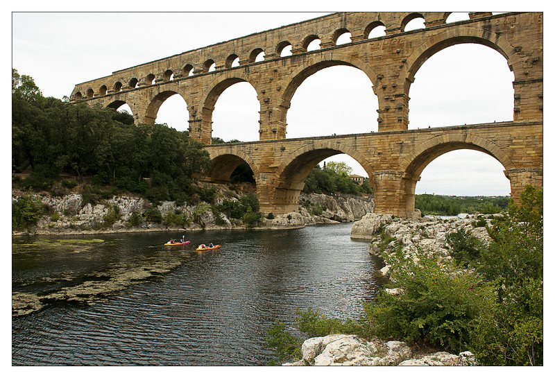 kayaks and pont du gard.jpg