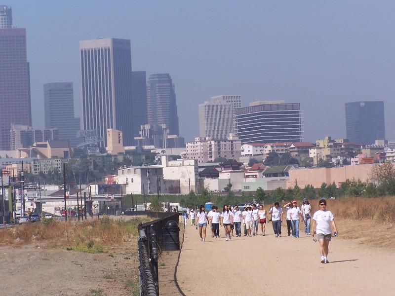2008-06-14_PeopleInWhiteShirts_6588.JPG