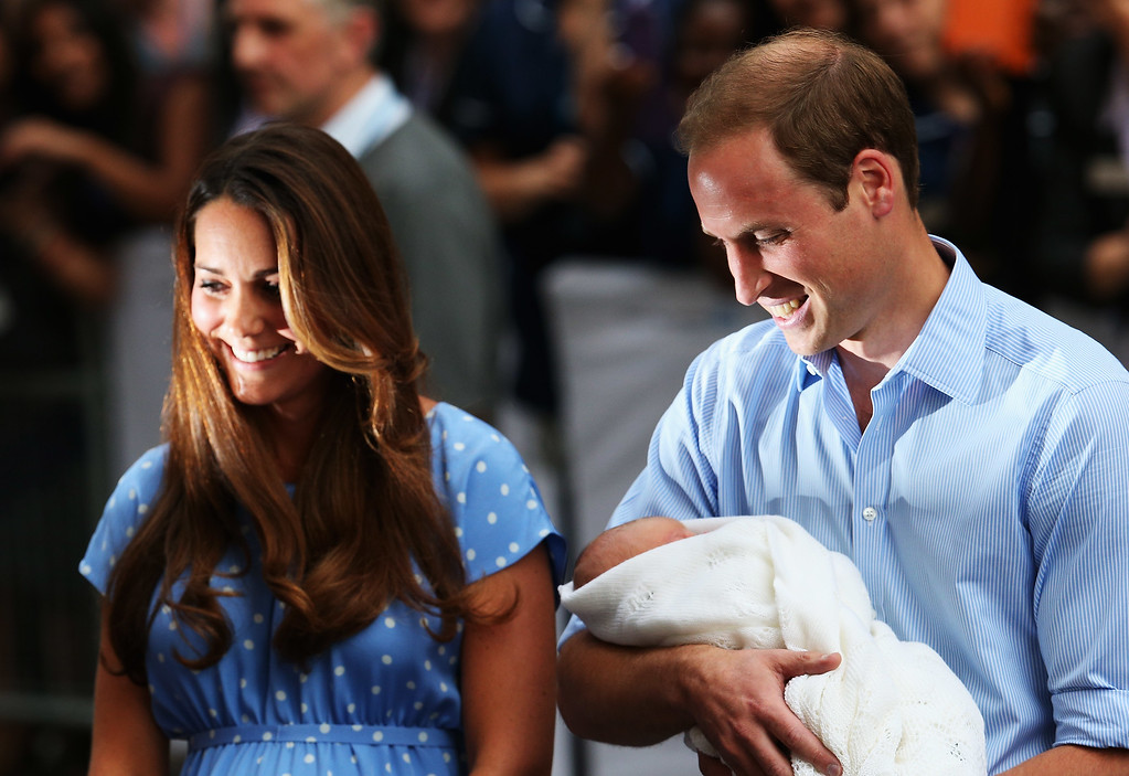 . Prince William, Duke of Cambridge and Catherine, Duchess of Cambridge, depart The Lindo Wing with their newborn son at St Mary\'s Hospital on July 23, 2013 in London, England. The Duchess of Cambridge yesterday gave birth to a boy at 16.24 BST and weighing 8lb 6oz, with Prince William at her side. The baby, as yet unnamed, is third in line to the throne and becomes the Prince of Cambridge.  (Photo by Oli Scarff/Getty Images)