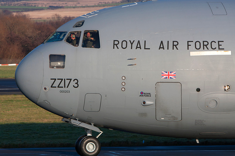 ZZ173. Boeing C-17A Globemaster III. RAF. Prestwick. 291108.  An RAF crew member seems happy in the cockpit as they taxi for departure back to Brize.