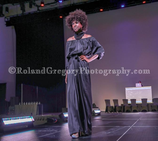 100 Womens Fashion show2019-3545.jpg