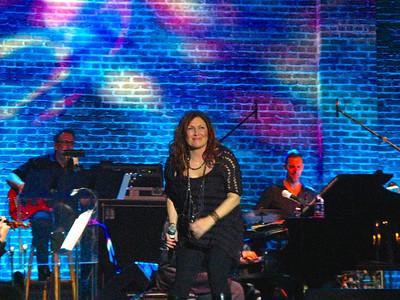 Jo Dee Messina & the Macon Pops