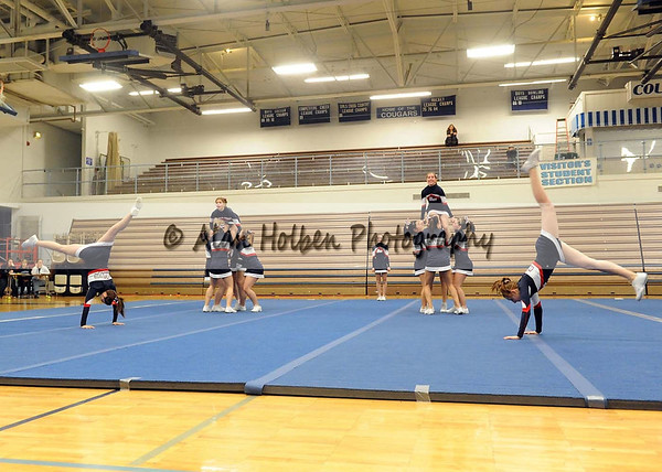 Cheer at LCC - Lakewood varsity - Round 3 - Jan 25