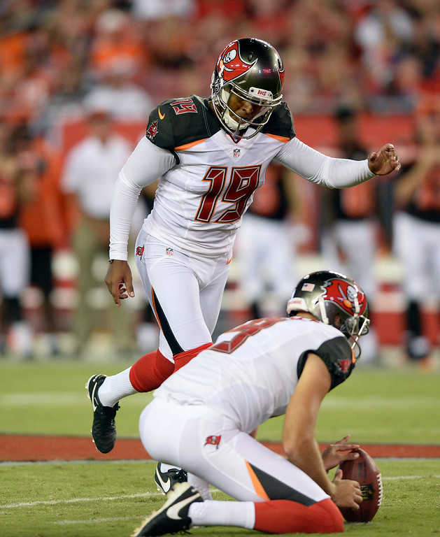 . Tampa Bay Buccaneers kicker Roberto Aguayo (19) kicks a field goal against the Cleveland Browns during the first quarter of an NFL football game Friday, Aug. 26, 2016, in Tampa, Fla. (AP Photo/Jason Behnken)