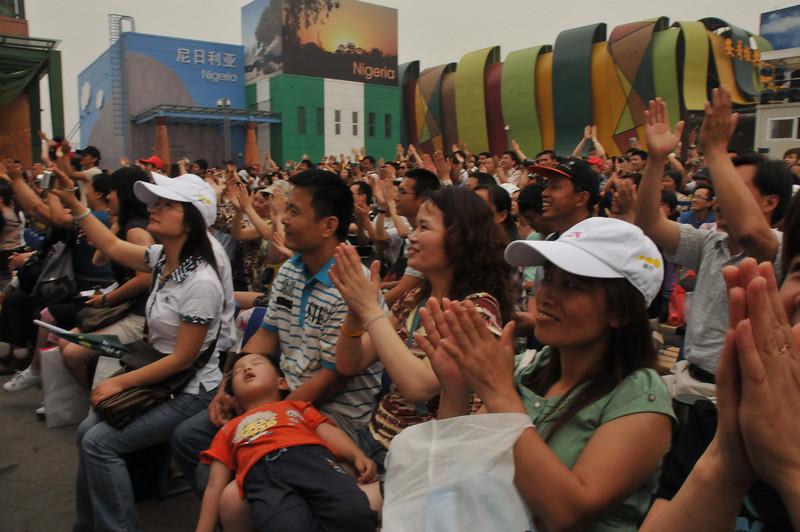 China crowd claps boynapsDSC_8978.jpg