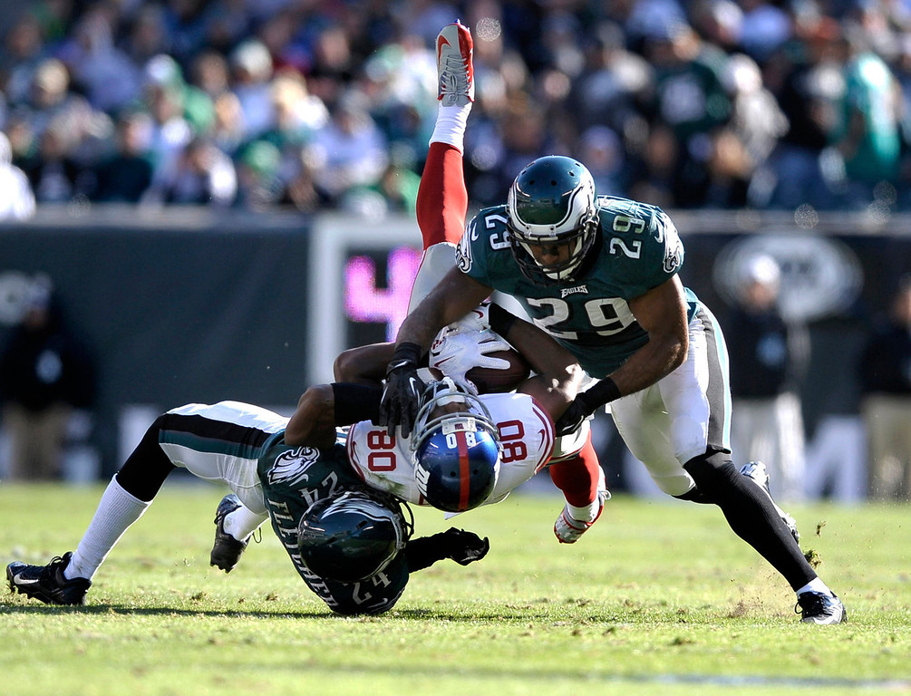 . New York Giants wide receiver Victor Cruz (80) is tackled by Philadelphia Eagles\' Bradley Fletcher (24) and Nate Allen (29) during the second half of an NFL football game on Sunday, Oct. 27, 2013, in Philadelphia. (AP Photo/Michael Perez)
