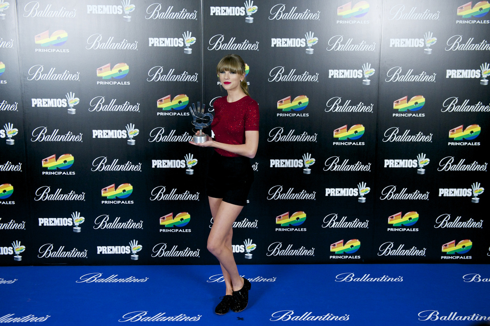 . Taylor Swift poses in the press room during 40 Principales Awards 2012 at the Palacio de Deportes on January 24, 2013 in Madrid, Spain.  (Photo by Juan Naharro Gimenez/Getty Images)