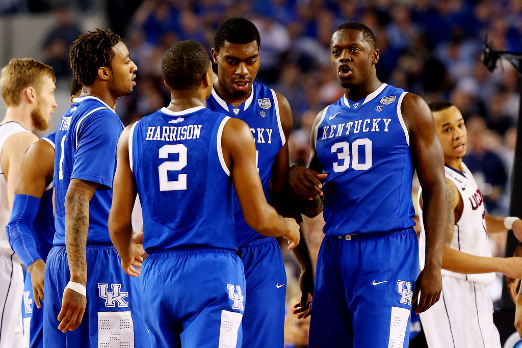 . ARLINGTON, TX - APRIL 07: The Kentucky Wildcats huddle during the NCAA Men\'s Final Four Championship against the Connecticut Huskies at AT&T Stadium on April 7, 2014 in Arlington, Texas.  (Photo by Ronald Martinez/Getty Images)