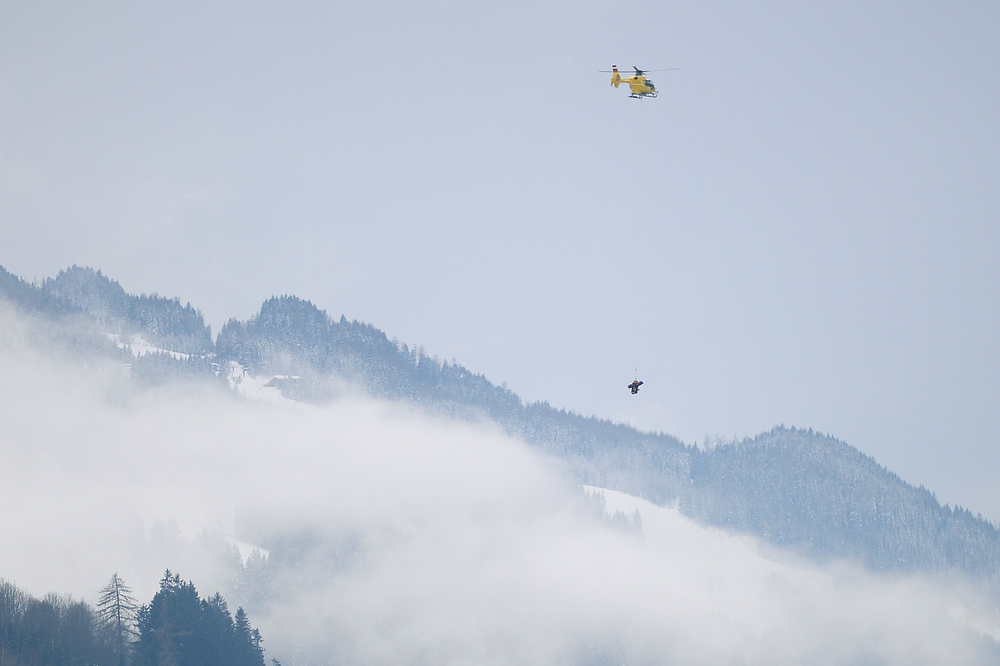 Description of . US Lindsey Vonn (bottom) is evacuated by a helicopter after falling during the women's Super-G event of the 2013 Ski World Championships in Schladming, Austria on February 5, 2013.  OLIVIER MORIN/AFP/Getty Images