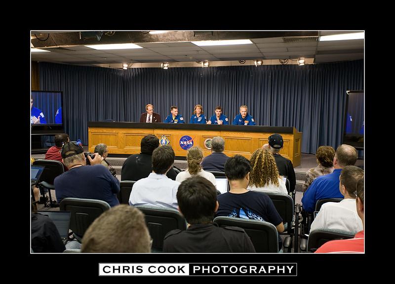 STS-135-landing-15.jpg
