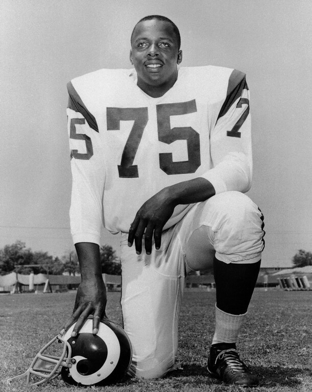 ". This is a 1966 file photo showing Los Angeles Rams\' David ""Deacon\"" Jones. (AP Photo/File)"