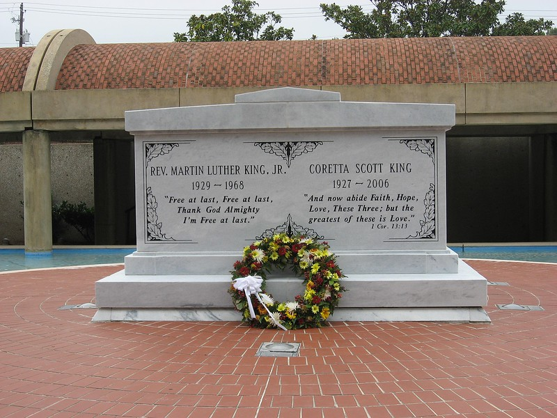 Tombstone_for_Martin_Luther_King_&_Coretta_Scott_King_at_MLK_Historic_Site_in_Atlanta.JPG