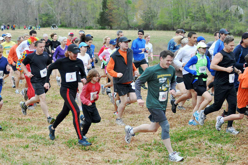 Runners start out in 2012 Loop. Photo by Tom Casper.