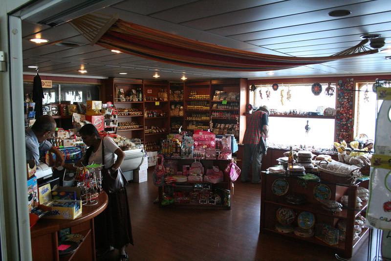 2010 - On board VESTFOLD : the shop.