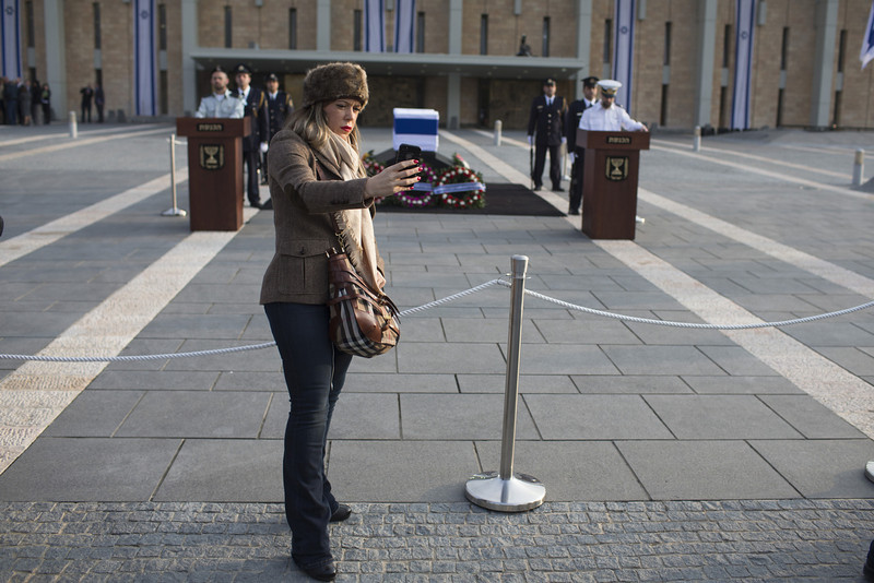 . A woman takes a picture as former Israeli Prime Minister Ariel Sharon lies in state at Knesset Plaza on January 12, 2014 in Jerusalem, Israel.(Photo by Uriel Sinai/Getty Images)