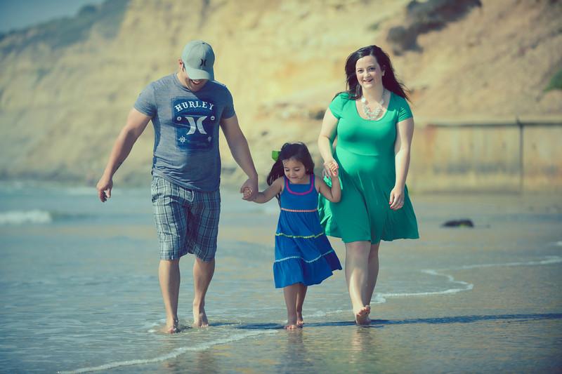 beach family (4 of 1).jpg