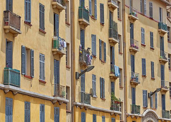 Salon de Provence - en façade
