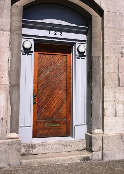 door-in-old-montreal_1808254479_o.jpg