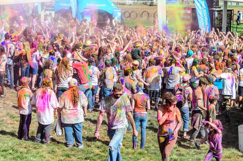 Festival-of-colors-20140329-300.jpg