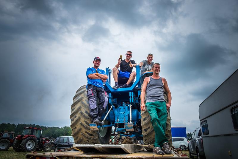 Tractor Pulling 2015 XE2-2582.jpg