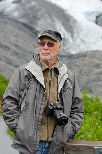 Dave Kelley and the Worthington Glacier near Valdez, AK.