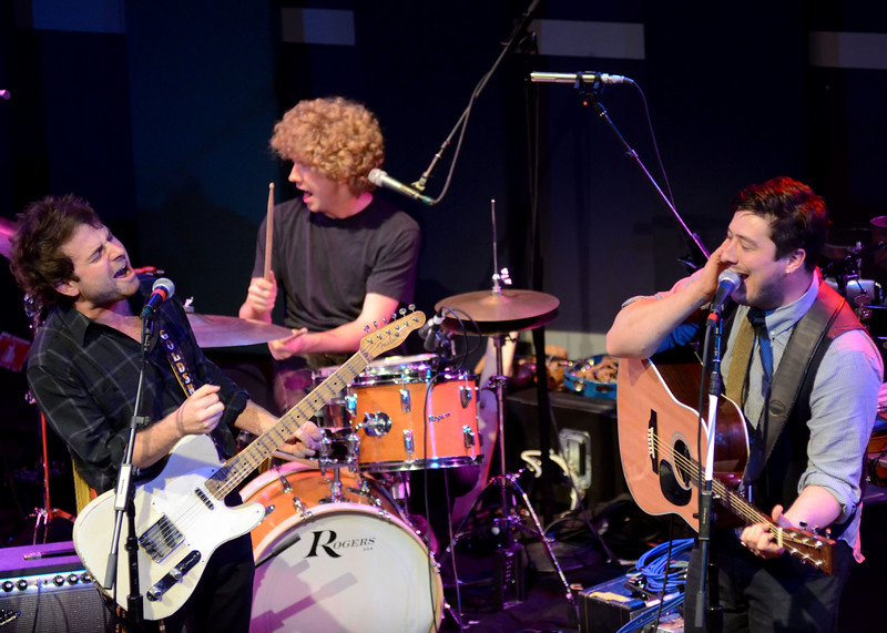 MUMFORD AND SONS WITH DAWES-WORLD CAFE 20TH ANNIVERSARY SHOW