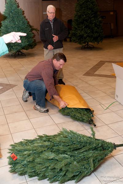 20121217 KofC Christmas Tree Setup-6264.jpg