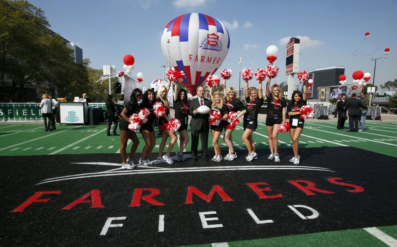""". <p>9. LOS ANGELES <p>Oh, they�re still going to steal someone�s NFL team � just not yours. (unranked) <p><b><a href=\'http://www.nationalfootballpost.com/Exclusive-Hollywood-Park-attracts-interest-from-NFLagain.html\' target=\""""_blank\""""> HUH?</a></b> <p>   (AP Photo/Nick Ut, File)"""