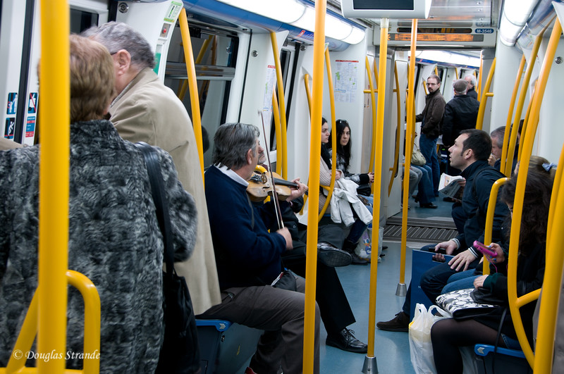 Tue 3/08 in Madrid: Violinist on the metro subway