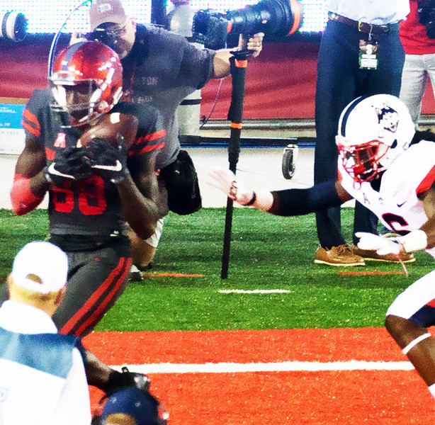 Dunbar receives a 15-yard pass for a touchdown.
