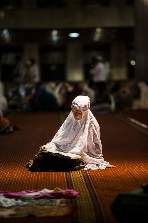 . JAKARTA, INDONESIA - JUNE 28:  Indonesian muslim women  reading Qoran during prayers known as Tarawih at Istiqlal Mosque the largest mosque in Southeast Asia on June 28, 2014 in Jakarta, Indonesia. Ramadan, the ninth month of the Islamic calander is a month of fasting, prayers and recitation of the Quran.  (Photo by Oscar Siagian/Getty Images)