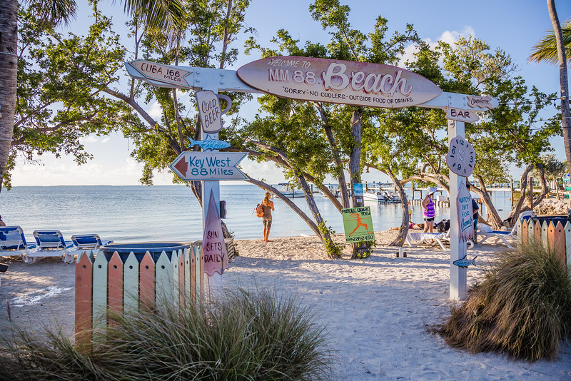 Places to eat in Islamorada - Marker 88 - Lina Stock