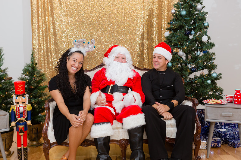 FADS Picture with Santa-387.jpg