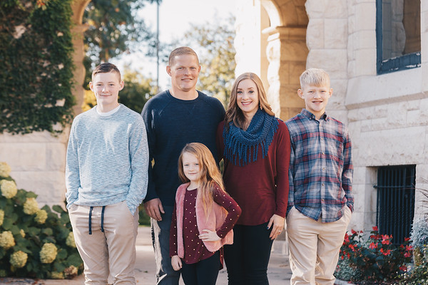 Family Session at Joslyn Castle, October 2019